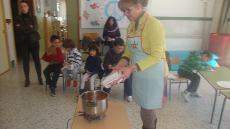 En educación infantil han realizado un taller de mermelada de calabaza.