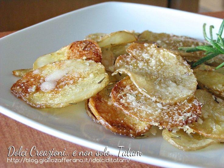 Patate al parmigiano al forno golose e croccanti, si preparano velocemente e sono ottime sia appena sfornate, calde e fumanti, che tiepide o fredde da ...