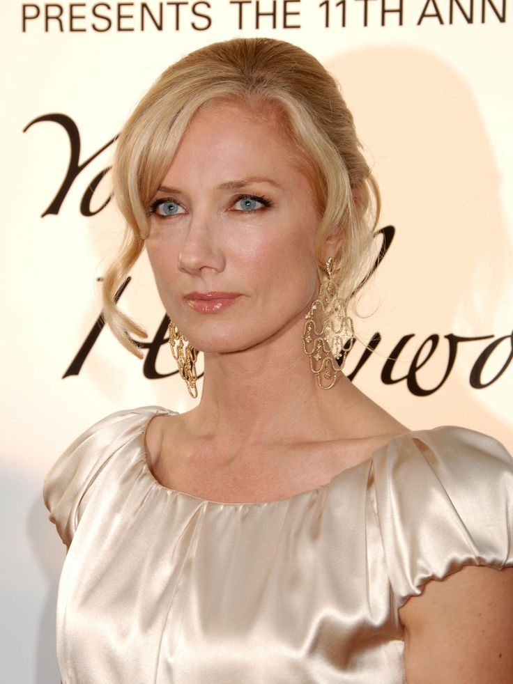 Joely Richardson  She does look very good in neutrals - the makeup and hair are wrong, esp the eyes, but I think the error here is the contrast level, not the Warmth.