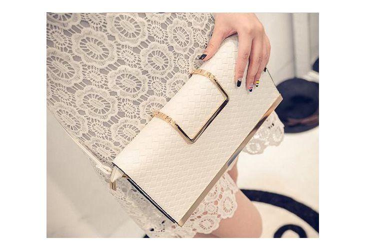 Płaska kopertówka z chowanym uchwytem Ecru #outfits #bag #jakatorebka #whitebag