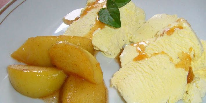Dezert - flambované ovocie so zmrzlinou