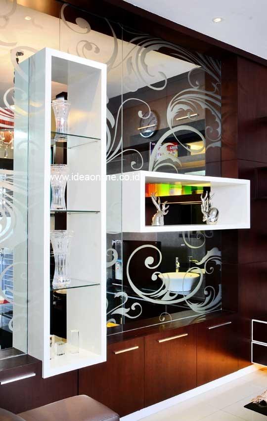 Unique Shelves in The Mirror