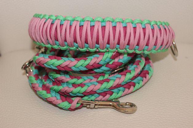 geflochtenes Set aus Leine und Halsband in den Farben mint, türkis, rosa und fuchsia.  Hundeleine und Halsband werden mit  0,4 cm dickem Paracord geflochten.  DIe Leine ist 2m lang und 3-fach...