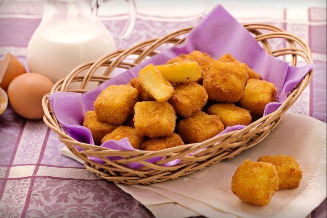 La crema fritta è una preparazione tradizionale che viene servita in varie regioni d'Italia, sia come antipasto, sia come dessert.