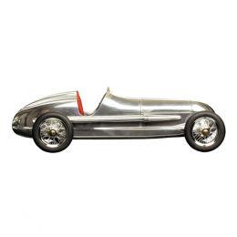 El Silberfiel Red Seat es un coche de carreras Indy fabricado en aluminio, una auténtica réplica del coche de juguete de los niños de 1930. Sus fabricantes originales eran los famosos hermanos Dooling, que llegaron a fabricar alrededor de 1000 unidades.