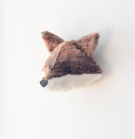 A beautiful faux taxidermy fox head wall décor made with a reddish brown and an off-white plush faux for fabric. Can decorate any room in your house. It has a little chain sewn on the back. You can hang it on the wall using a nail, a screw, a hook or even a sewing pin (on an angle, in a gyprock wall)  Height: 13cm / 5 - width: 24cm / 9  If you wish to order a different size and-or color, request a custom order and I will be glad to sew it specially for you.