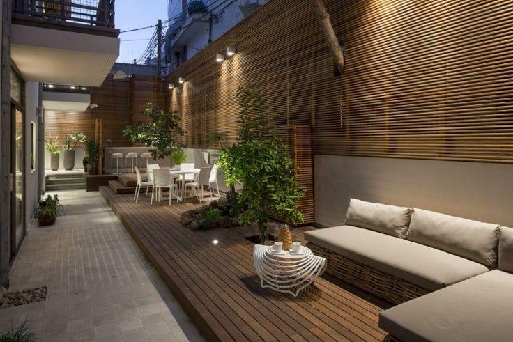 brise vue en bois sur la terrasse d un appartement de ville moderne d co et design. Black Bedroom Furniture Sets. Home Design Ideas