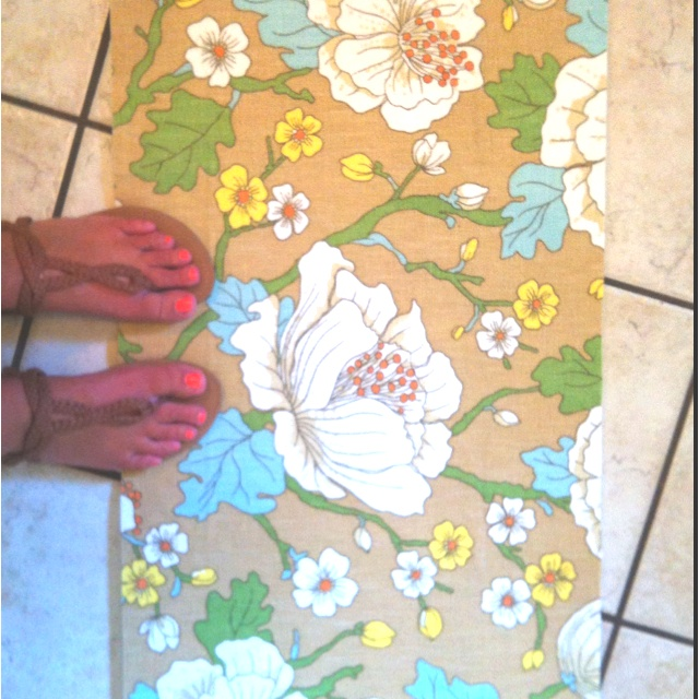 DIY kitchen rug just an ordinary Walmart foam rug, mod podge and fun fabric!