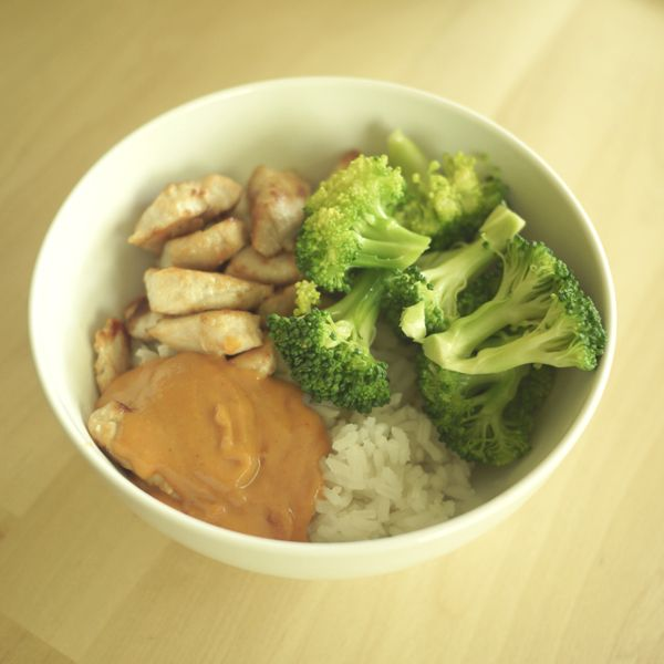 Thai Peanut Sauce + link to other awesome Thai food recipes.
