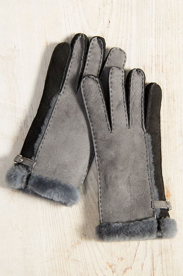Our two-tone Shearling Sheepskin Gloves will lavish you in beauty, warmth, and elegant details while on the go outside.