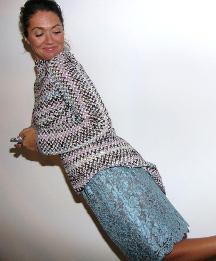 Maglione sara, realizzato in lana cangiante euro 85  Gonna in pizzo, realizzata in pizzo di seta con fodera a contrasto euro 95