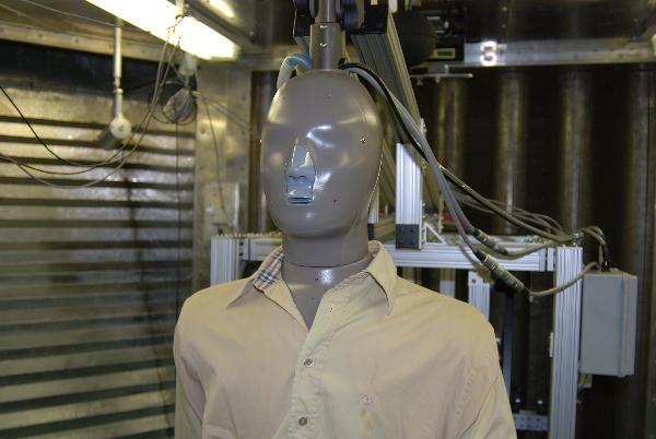 Dipartimento medicina del lavoro Laboratorio di fisiologia ed ergonomia. Camera climatica: manichino con sensori termici utilizzato per effettuare test di temperatura, stress termici, shock test e stabilità