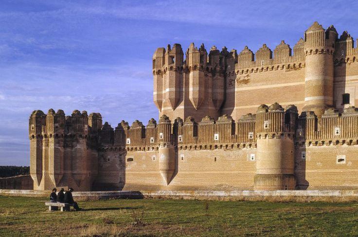 Castillo de Coca, Segovia. Joya del gótico mudejar, construido por orden de la familia Fonseca sobre unos escarpes del terreno.