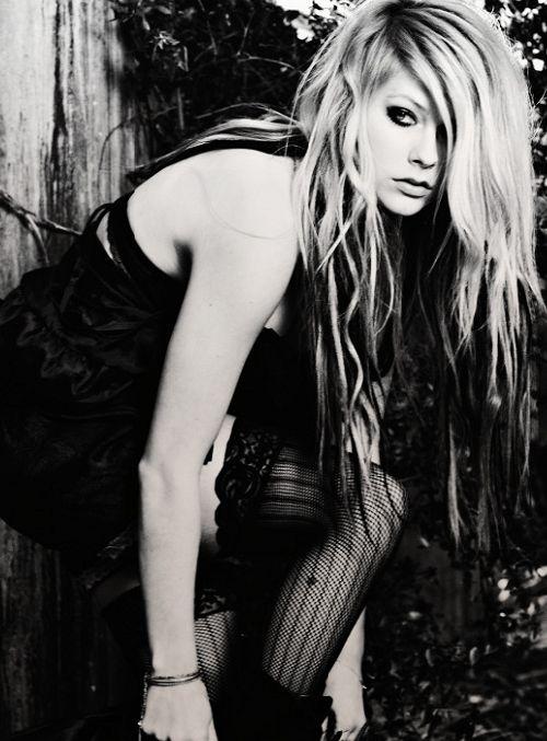 Avril Lavigne. One Eye Symbolism