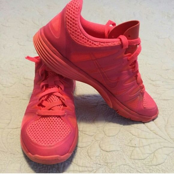 Nike pink shoes Very cute got a lot a conpliments on tgese shies i love them but sadly there bug for me  Please if yiu can purchase on mercar :) Nike Shoes