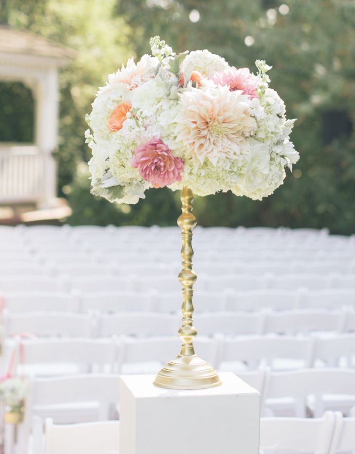 To see more fabulous wedding flower ideas: http://www.modwedding.com/2014/11/17/get-inspired-spectacular-wedding-flower-ideas-swoon-floral-design/ #wedding #weddings #wedding_ceremony photo: Aniko Productions