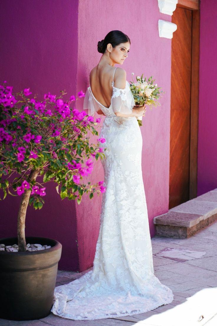 Vestidos de novia que van desde lo más minimalista hasta lo más romántico y femenino, estos diseñadores crean piezas únicas para todo tipo de novia. Bridal, Wedding Dresses, Base, Manga, Color, Fashion, Brides, Bridal Gowns, Urban Fashion Women