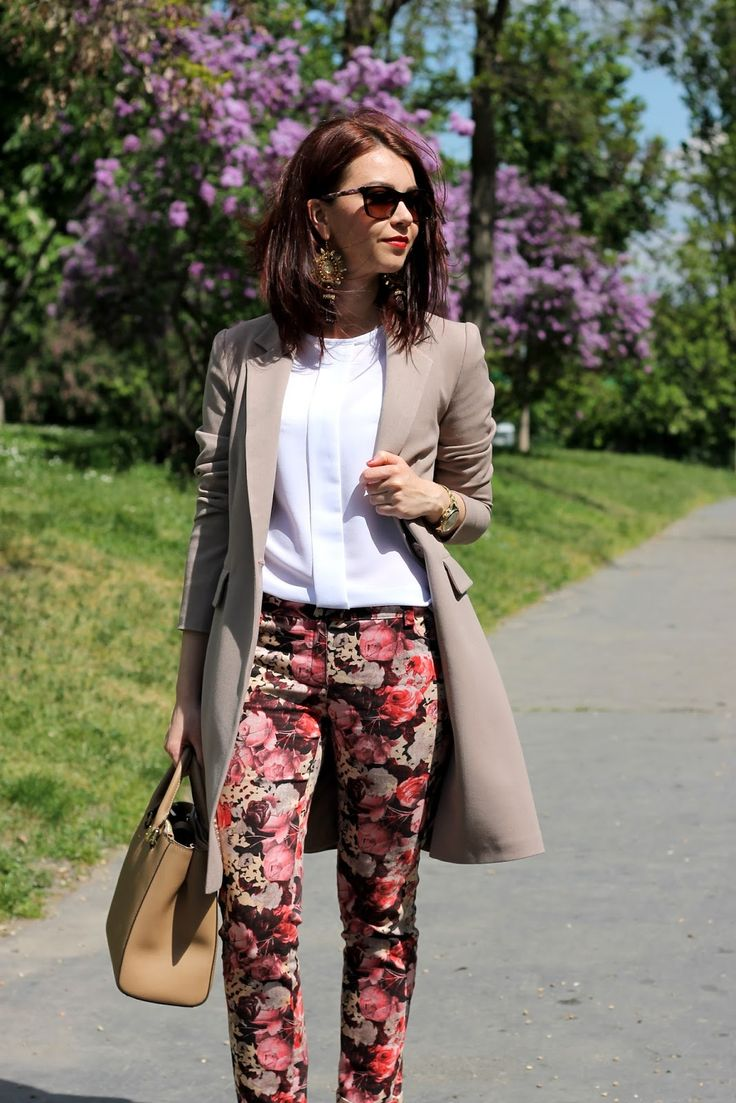 Long beige blazer, white shirt, floral trousers, spring look