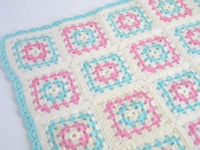 手編み ベビーブランケット ■フィンランド PBW 新品 とにかくかわいいベビーブランケットです。おくるみでも、ひざかけでも、小さいサイズなのでバックに入れて持ち歩けそうです。プレゼントにいかかですか…