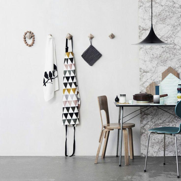 ferm living kochschrze triangle multi fermliving artvoll topmarke wwwartvoll - Fantastisch Tolles Dekoration Ferm Living Korb