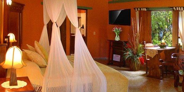 Contamos con 3 Master Suite de Lujo (Iguaque, Bochica y Bachue) con cama doble con toldillo romántico, decoradas con muebles en madera típica de la región, lenceria de Lujo con terminaciones en satín y encaje, chimenea natural, jacuzzi en el baño con 4 hidrojets, LCD de 32 pulgadas, living comedor. Desde $ 188.000*