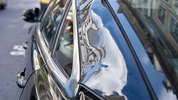 El reflejo de un rascacielos londinense daña un automóvil