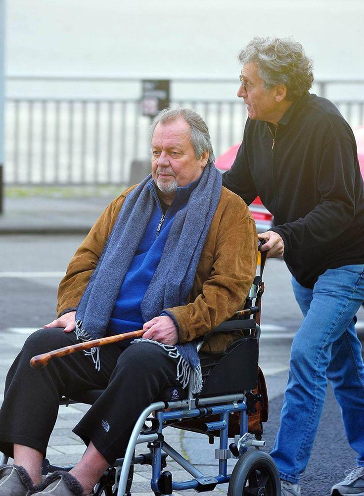 Starsky & Hutch, una coppia inseparabile: Paul Michael Glaser spinge l'amico David Soul sulla sedia a rotelle