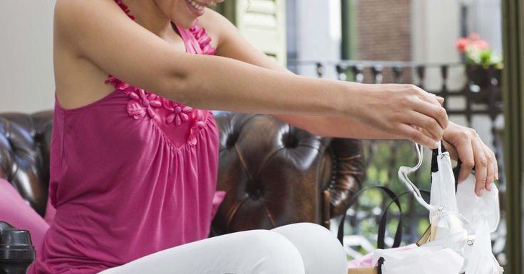Os melhores sutiãs para aumentar um busto pequeno. Mulheres que procuram aumentar o tamanho do busto têm uma variedade de opções de sutiã para escolher. A demanda por roupas que aumentem os seios é tão grande que muitas marcas de lingerie criaram opções -- desde o tradicional sutiã com enchimento até os mais modernos e muito conhecidos Wonderbras -- para satisfazer as necessidades das clientes. A ...