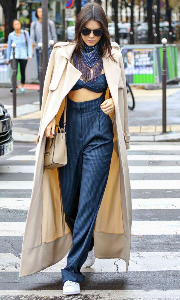 Look de Kendall Jenner durante a Paris Fashion Week.