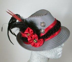 Dirndlhut schwarz-weiß in feinem Karo mit rotem Satinband