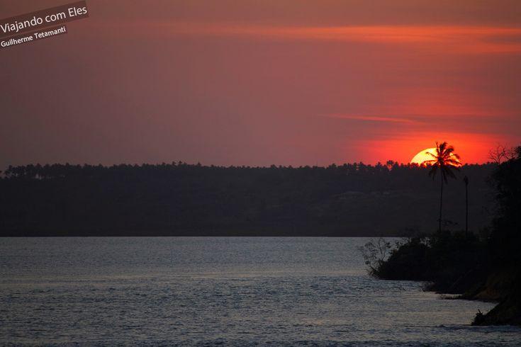 Tibau do Sul: o lugar perfeito para os admirados do pôr-do-sol em Pipa, possui quiosques e alguns restaurantes que ficam cheios durante o entardecer.   Leia mais: http://viajandocomeles.com.br/o-que-fazer-praia-pipa-natal/