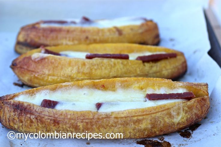 Plátanos asados con Queso y Bocadillo (Baked Plantains with Cheese and Guava Paste)|mycolombianrecipes.com