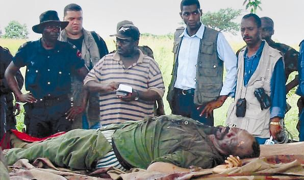 O corpo de Savimbi foi mostrado à comunicação social.