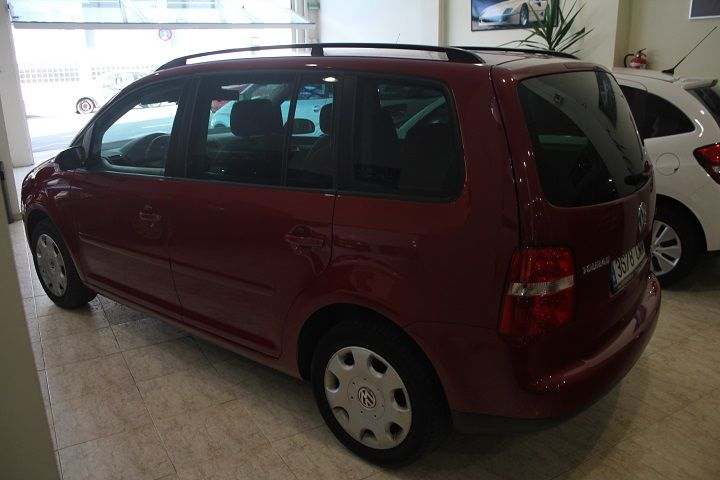 compra-venta-vehiculos-ocasion-navarra-pamplona-segunda-mano-coches-automoviles-usados-diesel-gasolina-monovolumen-seminuevo-iruna-auto-touran-2-copia