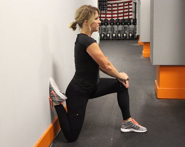 Its Flexible Friday! Do you have tight or sore quads? Try the couch stretch for a good stretch in the quads and hip flexors. Hold for 60-90 seconds each leg either against the wall or at home on the couch! #flexiblefriday #mobility #flexibility #stretch #ironoakfitness #solon #macedoniaoh #auroraoh #twinsburg #fiitness healthy #injuryfree #injuryprevention