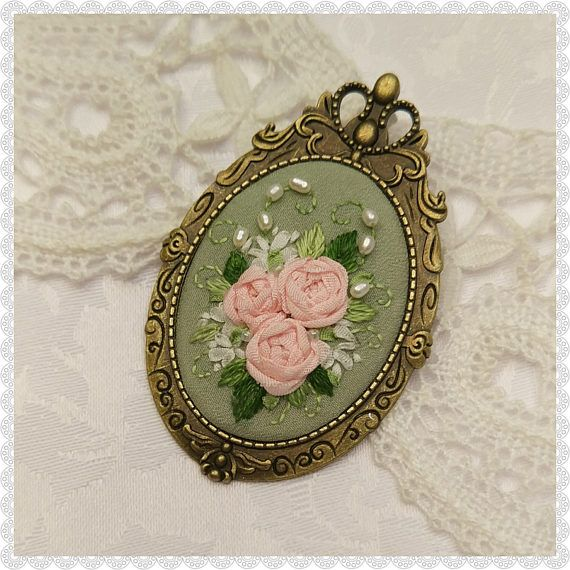 SG2 spring green brooch-necklace
