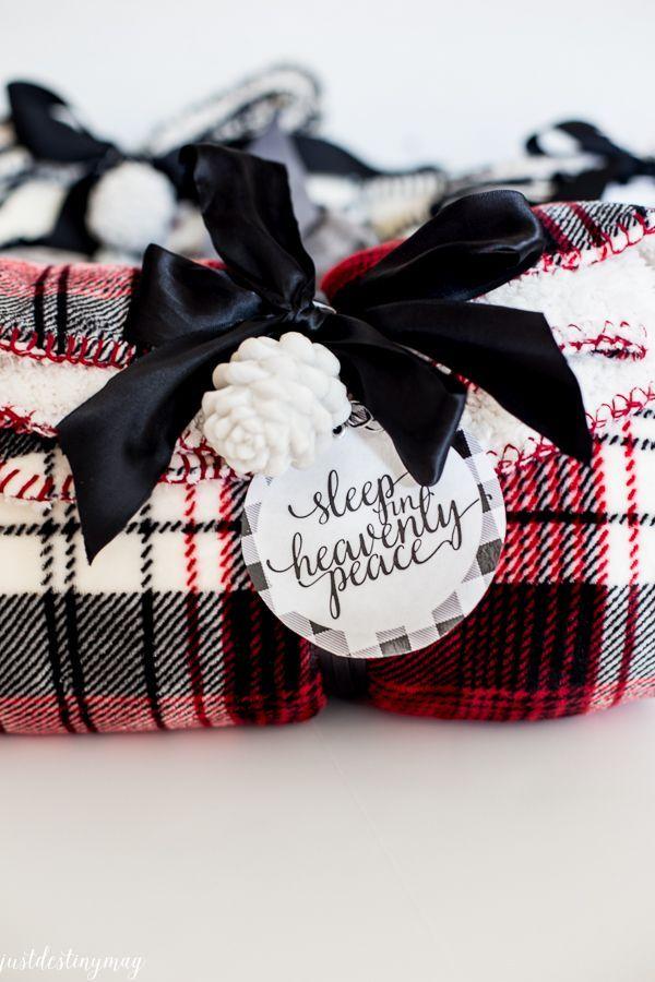 Christmas Teacher Gifts with Tag   justdestinymag.com