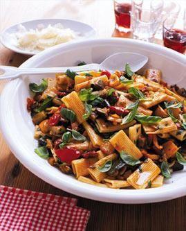Rezept: Rigatoni mit mediterranem Gemüse - [LIVING AT HOME]