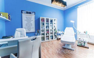Estetická dermatologie dokáže zlikvidovat jemné linky i hluboké vrásky, zvětšit rty nebo vypnout povadlé kontury pleti. Nezávazná konzultace s lékařem vám odkryje široké spektrum možností, jak přirozeně omladit svůj vzhled.