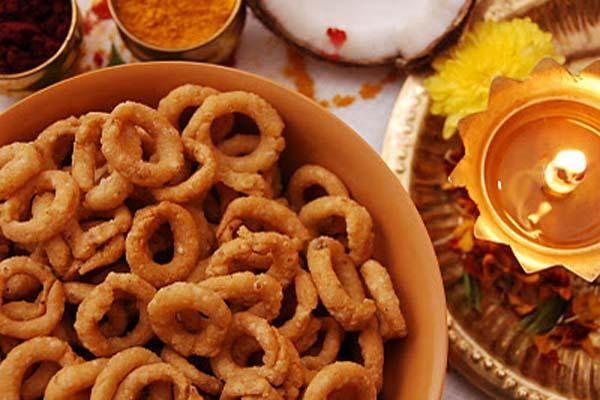 7 Ways to Celebrate Diwali: The Festival of Lights (Savory Crunchy Snacks for Diwali) #diwali #festivaloflights
