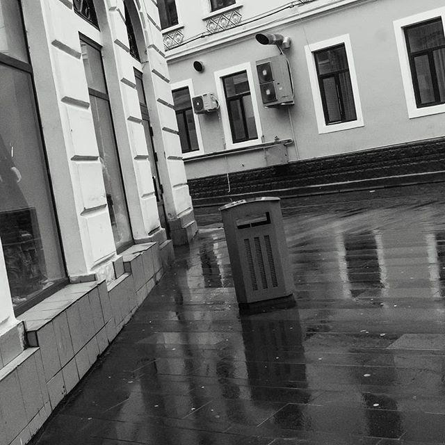 #gbartok #day #refection #perspective #changeofperception #changeofperspective #city #citystreets #lines #color #rain #building #streetphotography #different #differentperspective  #photography #photomanipulation #dslrphotography #dslr #photooftheday #photograph #colorphotography #orastianul  #tamronlens #tamron1750 #canon1300d #mood #blackandwhite #blackandwhitephotography