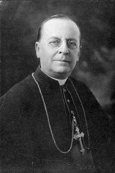 Mgr Paul Bruchési, archevêque catholique de Montréal (1897–1939) échange de lettres avec le Premier Ministre Robert Borden  « Dans la province de Québec en particulier, s'alarme-t-il, on pourra s'attendre à des soulèvements déplorables. On annonce des assemblées de protestation. Les émeutes ne seront pas improbables. Est-ce qu'on n'ira pas jusqu'à l'effusion de sang ? »