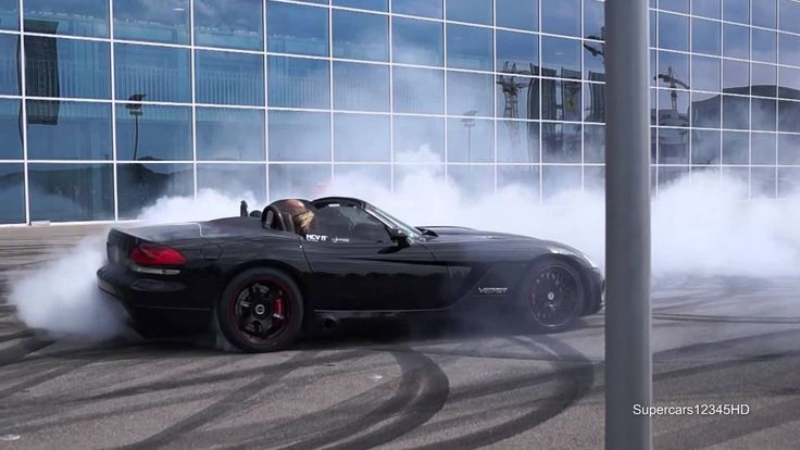 """""""800HP"""" Dodge Viper SRT-10 crazy Donuts !! + Start"""