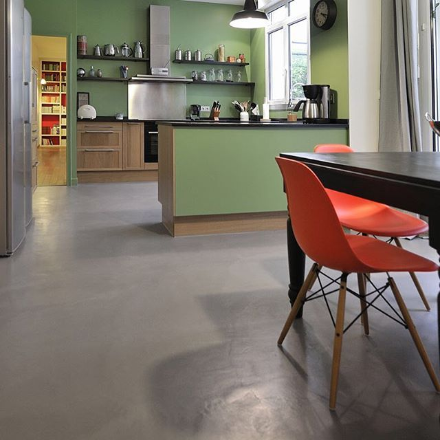 Non c'è niente di più magico che entrare in una cucina calda ed accogliente come questa!! Con ClayStone puoi rivestire pavimenti e tanto altro con splendidi effetti decorativi e soprattutto Naturali!! #claylime #claystone #rivestimento #naturale #decorativo #ecologico #bio #eco #nature #natural #surface #coatings #intonaco #argilla #calce #ossidi #colore #pigmenti #pigmento #fiordilino #roma #viacassia340