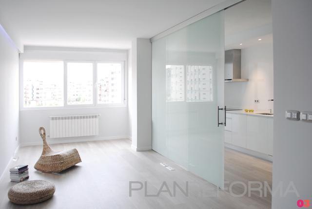 Cocina, Salon Estilo moderno Color marron, blanco  diseñado por interior03   Interiorista