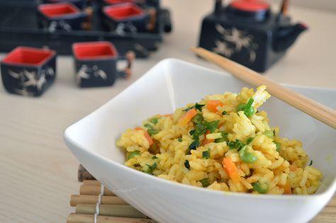 Il riso basmati con verdure è un piatto tipico della cucina asiatica. Profumato e croccante è ottimo anche servito freddo come insalata di riso.