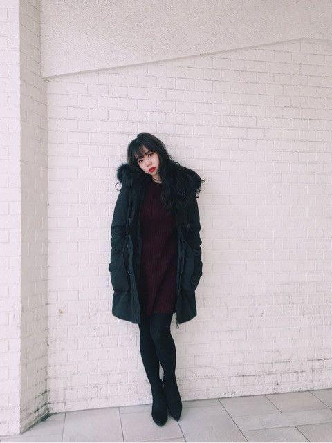 N3Bロングのブラックを着てみました♡ コーディネートは、ダークレッドの ワンピースをチョイス♡♡