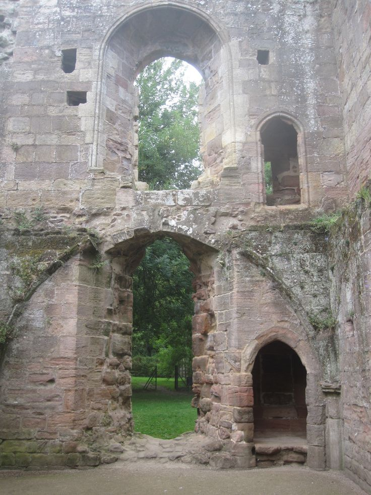 Spofford Castle ruin, Yorkshire, UK: Spofford Castles, Castles Ruins, Spofford Spotfford Castles, Castles Interiors, Castle Ruins, Abandoned Ruins, Broken Castles, Abandoned Places, Ancient Ruins