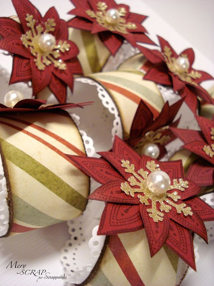Napkin ring made from toilet paper roll and paper