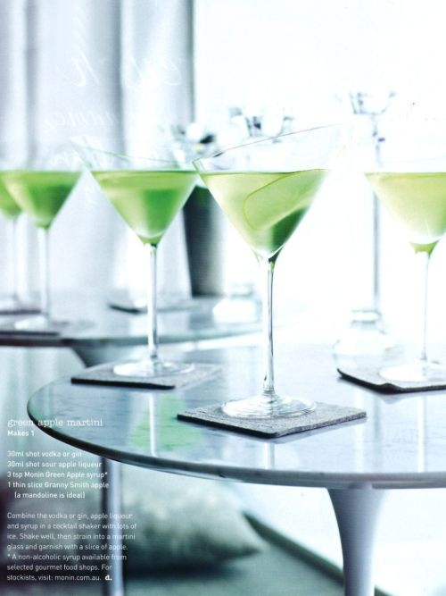 I'd never say no to one of these ;): Apple Martinis, Cocktails Hour, Green Martinis, Green Apples, Drinks Happy, Apples Martinis I, Apples Drinks, Drinks Ideas, Apples Martinis Thi